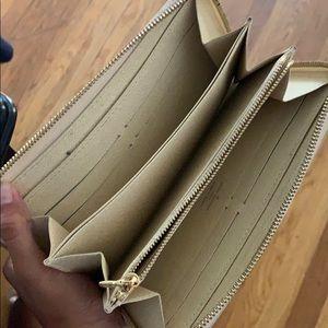Louis Vuitton Bags - Authentic Louis Vuitton Beige Zippy Wallet